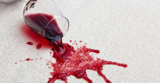 Jak usunąć plamy z wina – sprawdzone sposoby