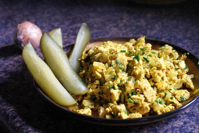 Jajecznica z tofu – pyszne potrawy dla wegan