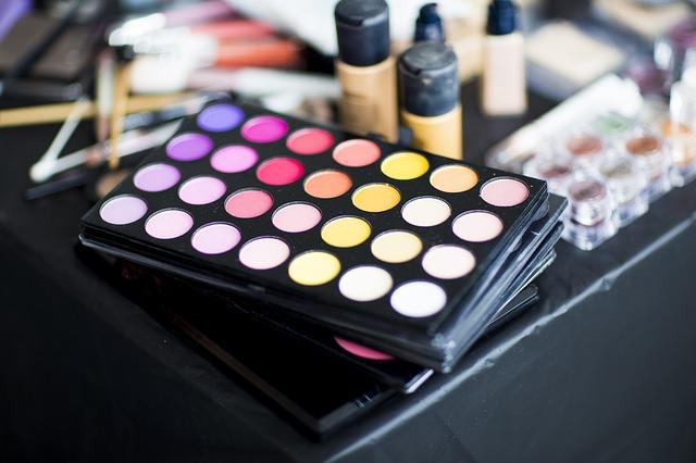 Jak się malować? 7 błędów w makijażu oraz makijażowe triki.