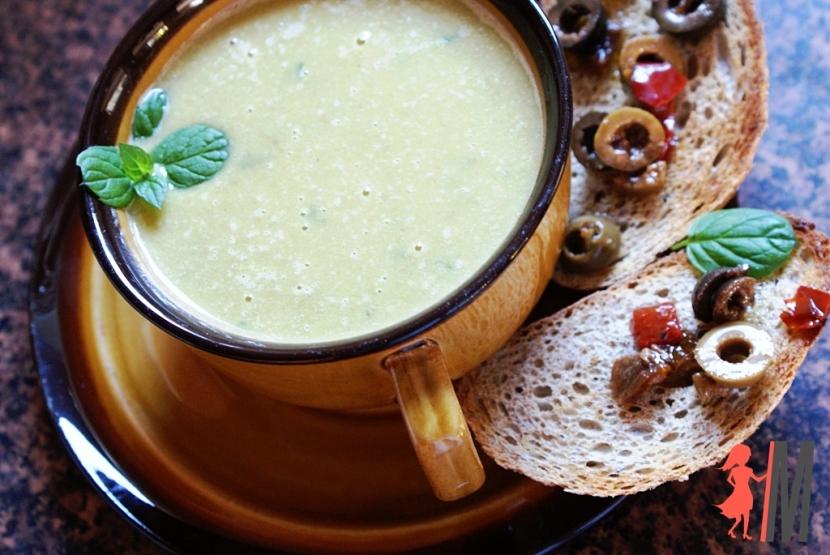 Zupa krem z groszku z mozarellą