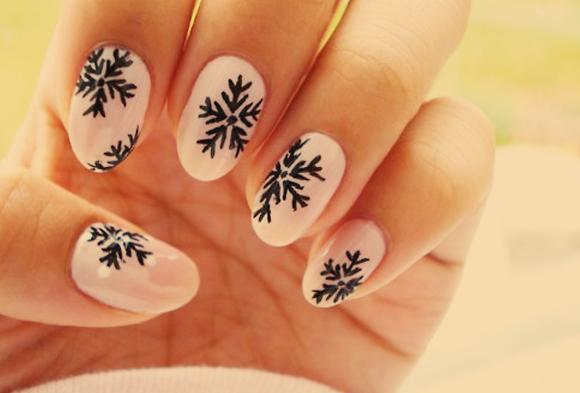 Świąteczne wzorki na paznokcie, inspiracje