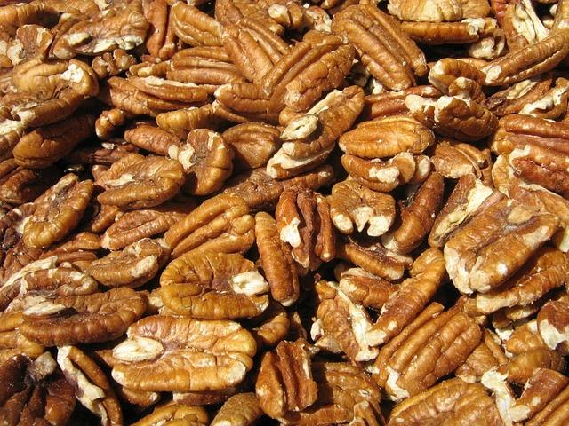 walnuts-80687_640