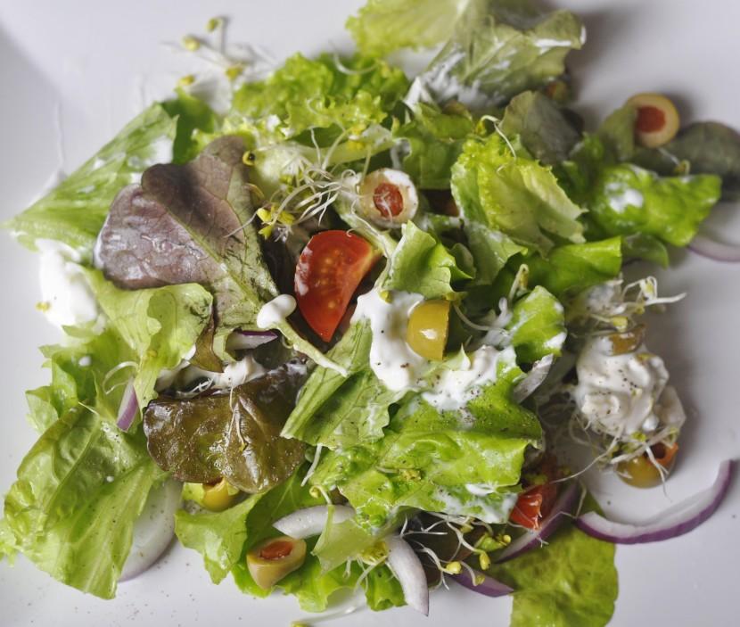 Sałatka z gorgonzolą – idealna sałatka do pracy!