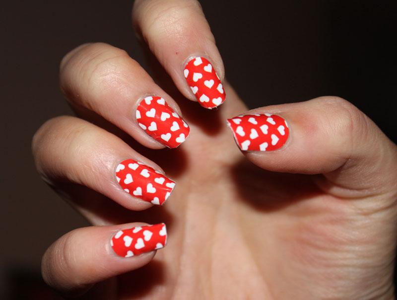 Paznokcie na Walentynki – 10 inspiracji na walentynkowe paznokcie