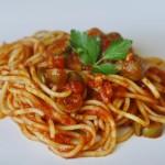 Spaghetti puttanesca przepis
