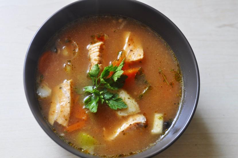 Pyszna zupa rybna z łososiem