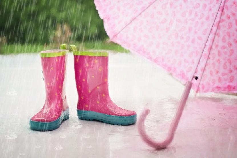 Co robić z dzieckiem, kiedy pada deszcz?