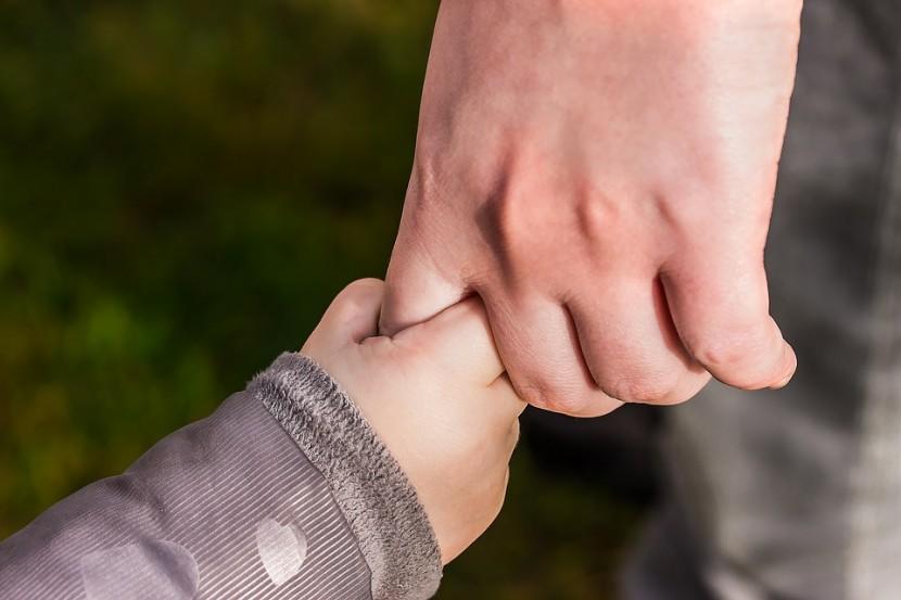 Rodzicielstwo Bliskości – z czym to się właściwie je?