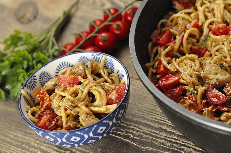 Przepis na szybki obiad – makaron z suszonymi pomidorami