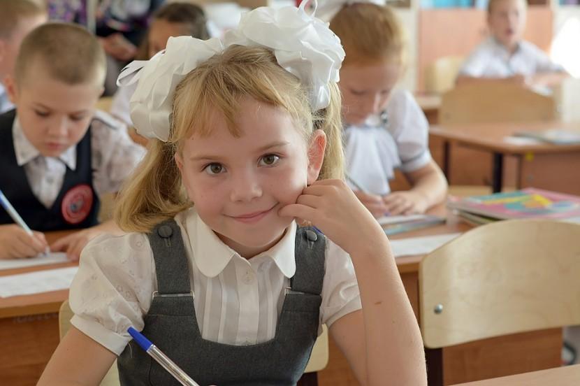 Pierwszy dzień w szkole – jak sprawić, by dziecko czuło się wtedy pewnie