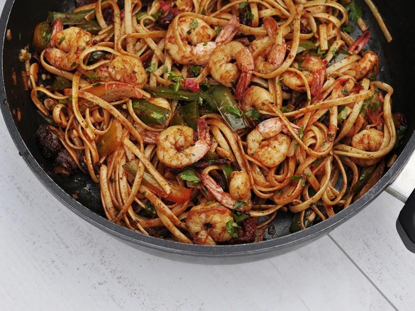 Makaron z krewetkami przepis na prosty i pyszny obiad
