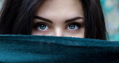 Blizny na twarzy i przebarwienia po trądziku – jak się ich pozbyć?